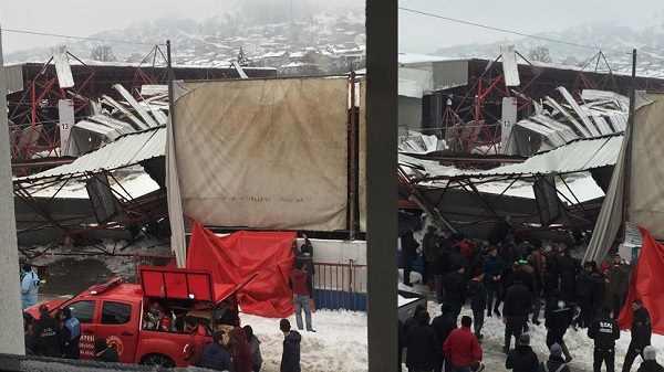 Biga'da Pazaryeri'nin Çatısı Çöktü