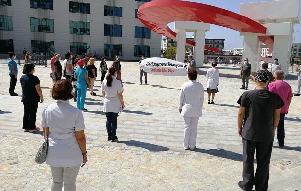 Sağlık Çalışanları 'Siyah Kurdele' ile Saygı Duruşunda