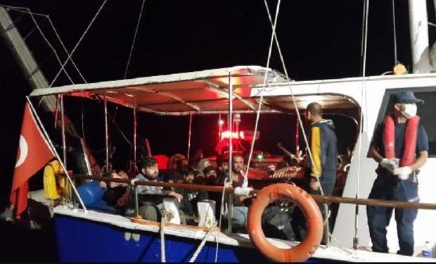Yelkenli Tekneden 193 Kaçak Göçmen Çıktı
